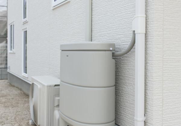 雨水の有効活用 エコを意識した製品が増えています。こちらは雨水の有効利用ができる雨水貯留タンクを設置した事例。 草花の水やりだけでなく夏の暑い日には打ち水としての使用などいろいろと便利です。 福岡工務店 福岡注文住宅建設 福岡注文住宅